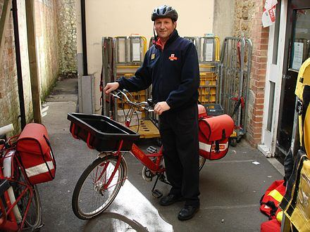 440px-Royal_mail_bicycle_messenger_Ilminster